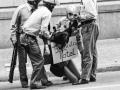 19770922_Model encadenada amnistia